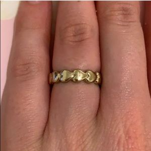 Gold heart band ring